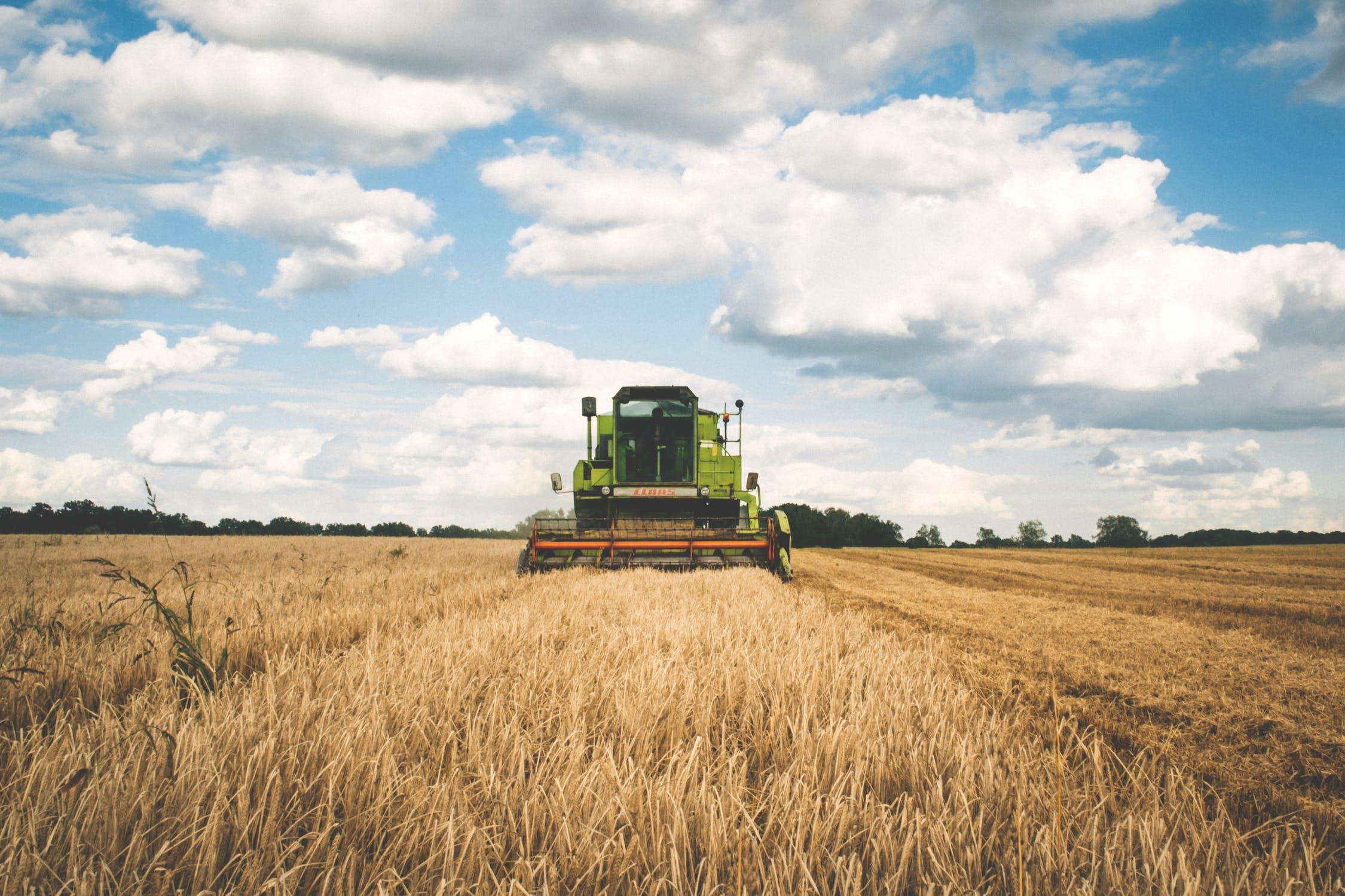 Storia dell'invenzione del primo mietitore meccanico, inventato da Cyrus McCormik. Brevetto che ha rivoluzionato il mercato agricolo e che ha dato il via all'agricoltura moderna.